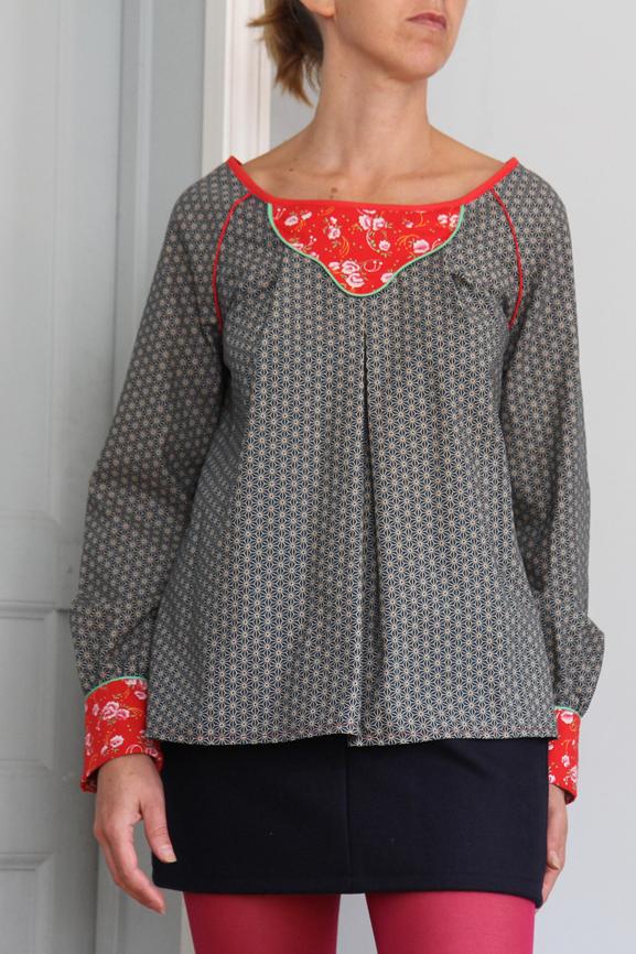 blouse imprime japonais et plastron a fleurs tissumi