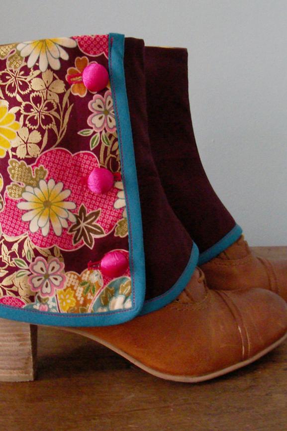 guetres-courtes-bordeaux-et-fleurs-du-japon-tissumi