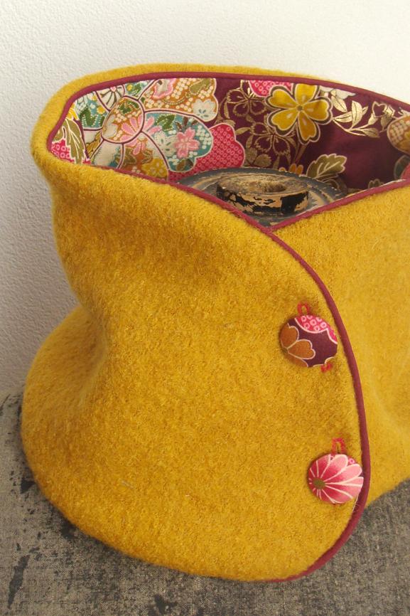 col-laine-bouillie-jaune-safran-imprime-japonais