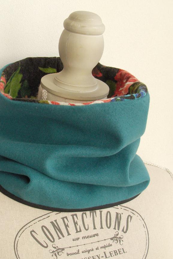 col drap de laine vert et fleurs tissumi