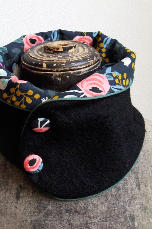 col laine bouillie noire et fleurs boheme 2 tissumi