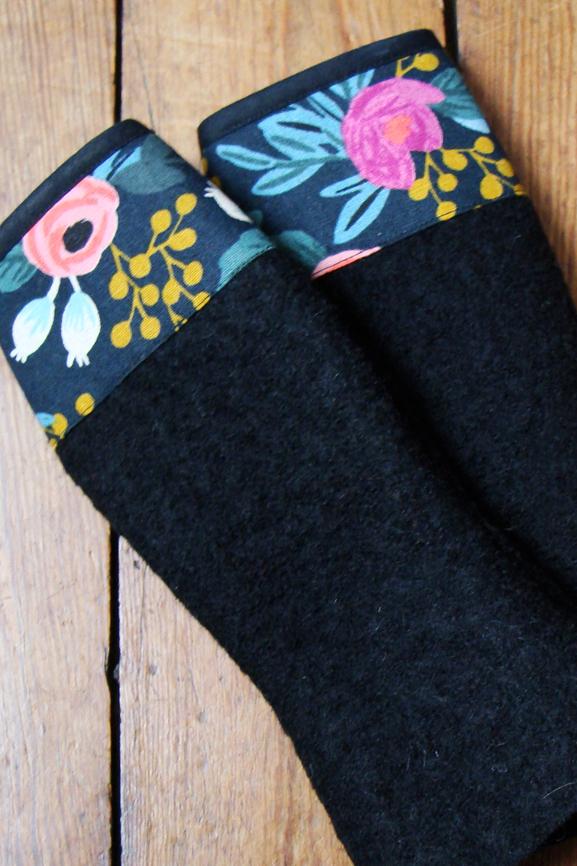 mitaine laine bouillie noire et fleurs boheme tissumi